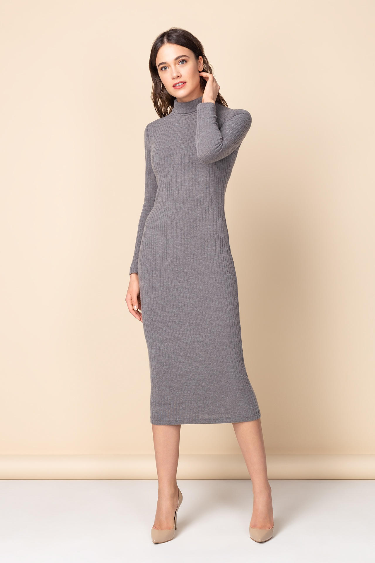 4840c13840e Трикотажное платье-миди с фактурой полоски в сером цвете